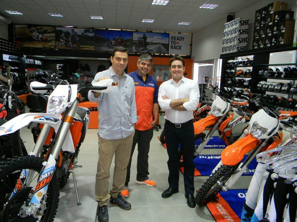 Fábio Campos (esquerda), Nielsen Bueno (centro) e João Ricardo Campos - Loja KTM Curitiba