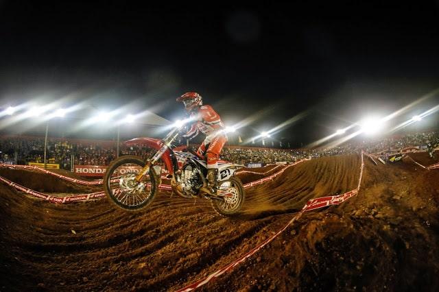 Feras do motocross abrem a disputa do Campeonato Brasileiro em Limeira - SP