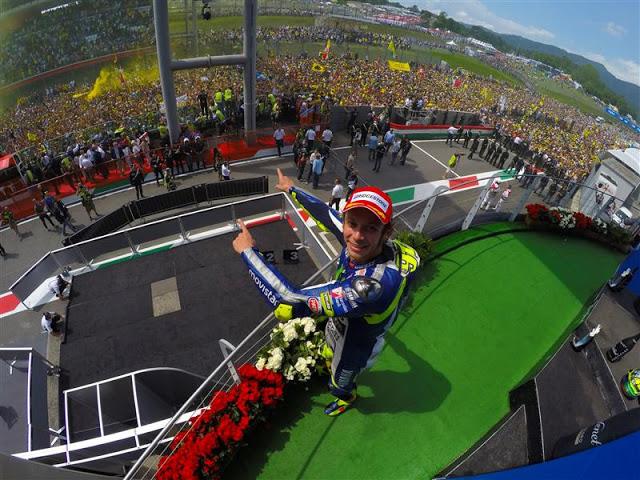 Valentino Rossi subiu no pódio mais uma vez e lidera a Moto GP
