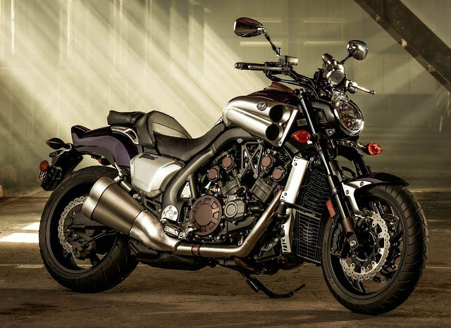 Yamaha V-Max continua liderando entre as motos mais caras do país