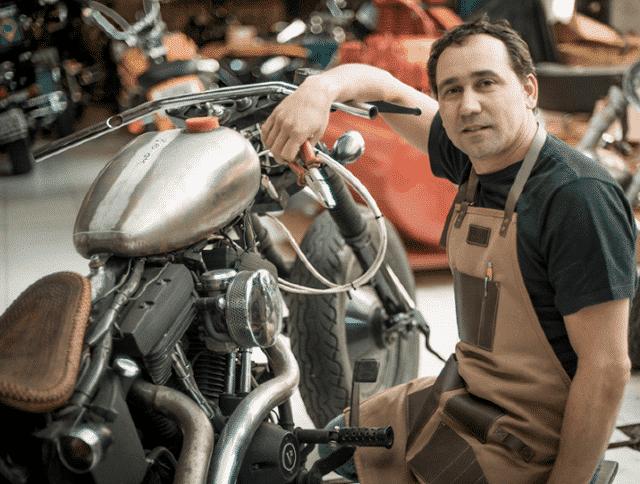 Customizador Celio Dobrucki realiza uma exposição em Shopping de Curitiba