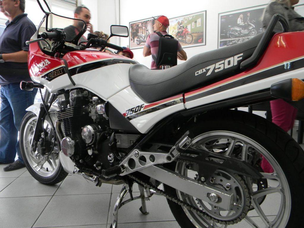 Honda CBX 750F - 1990 - uma das atrações da exposição Cabral Vintage