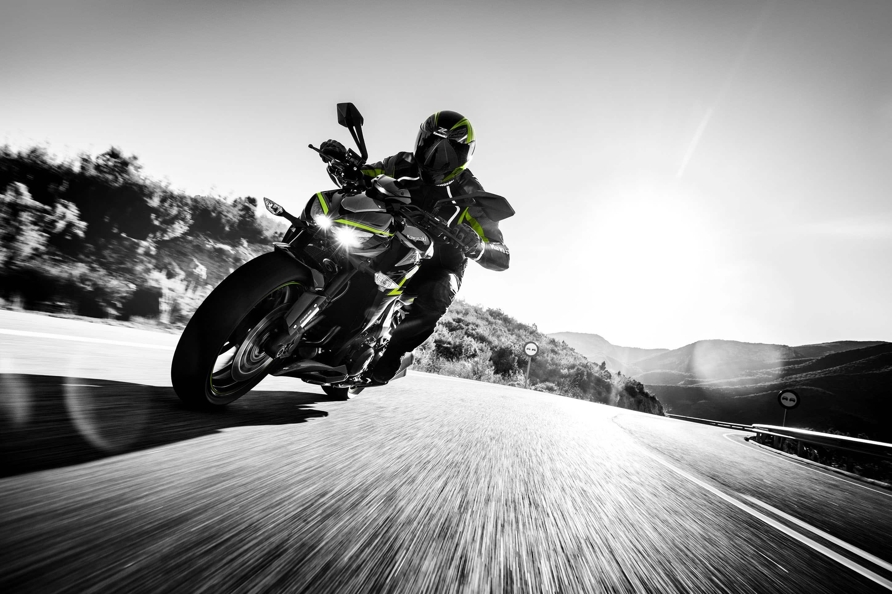 Kawasaki lança modelo Z1000R Edition e complementa linha Z