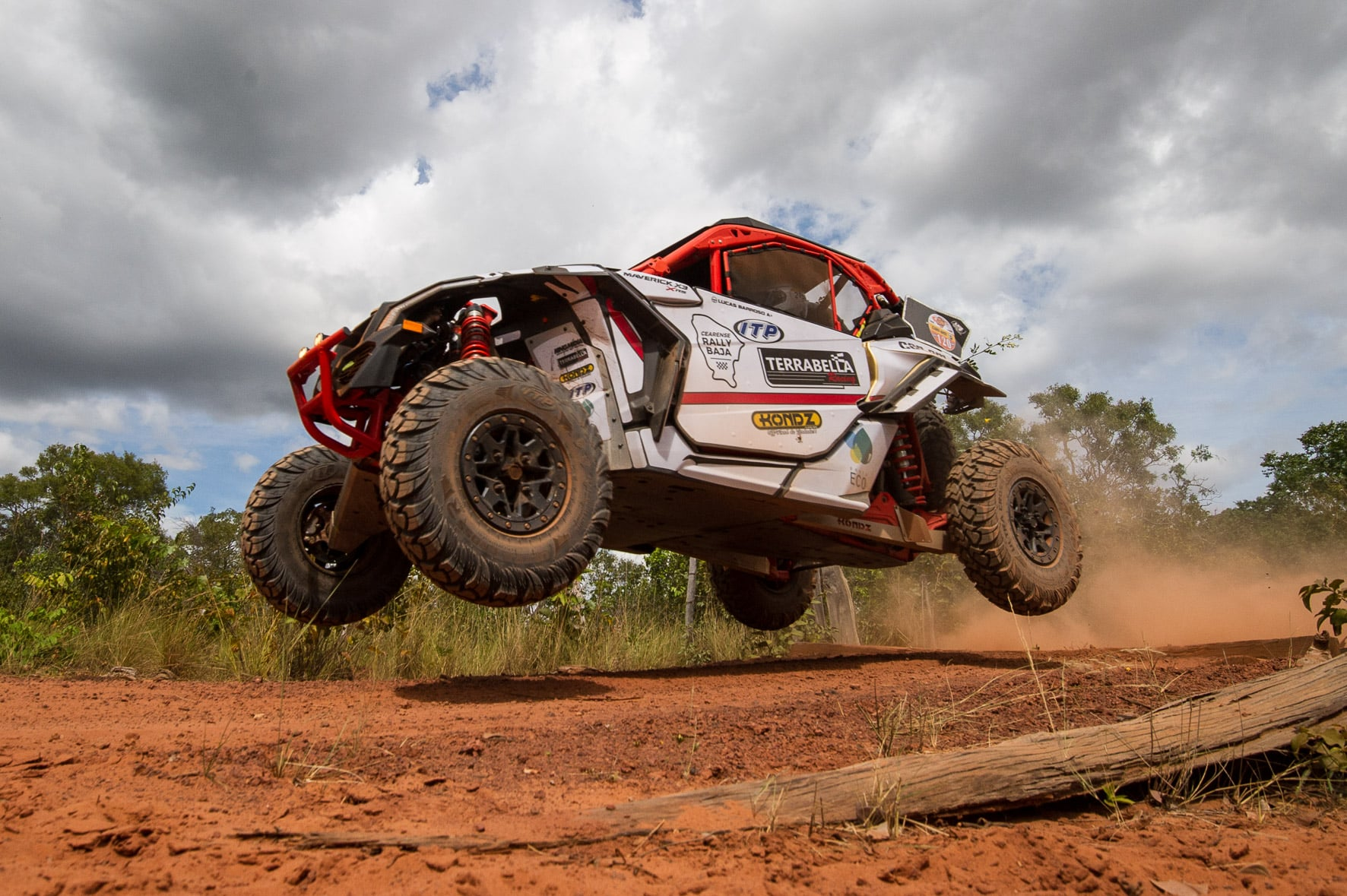 Lucas Barroso a bordo do Can-Am Maverick X3 - Foto: Doni Castilho/ DFotos - BRP