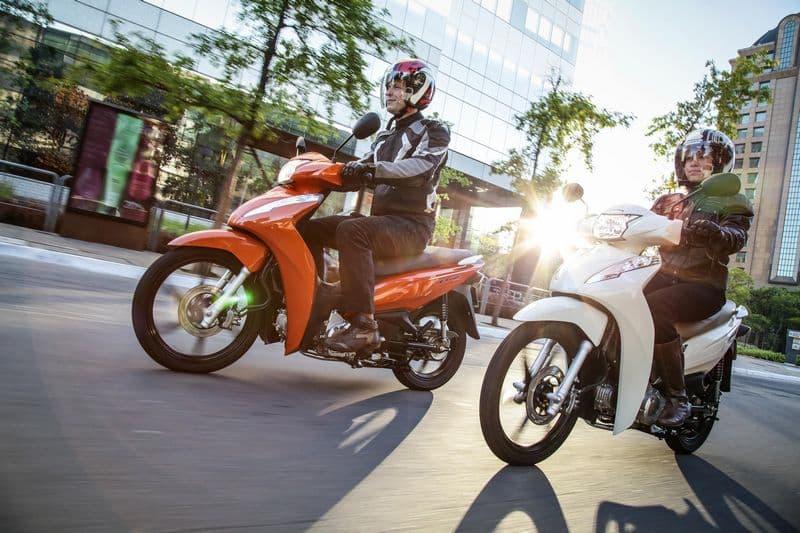 Honda Biz passa por nova roupagem para 2018