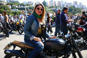 Primeiro passeio de clássicas da Triumph reúne cerca de 300 motos