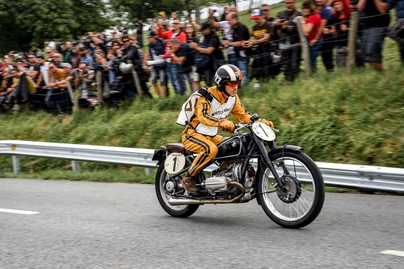 "BMW Motorrad exibe motos clássicas no festival ""Wheels and Waves"""
