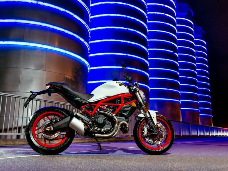 Nova Ducati Monster 797 em alta