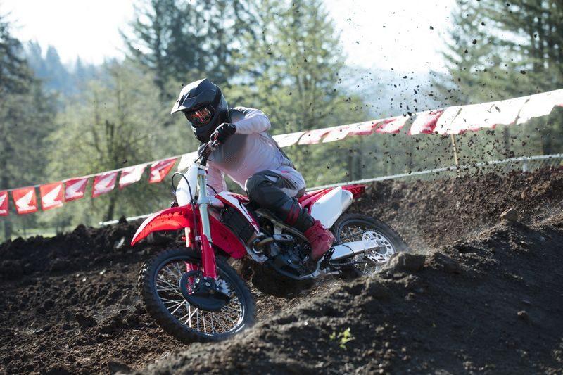 Honda atualiza linha CRF 2019 com novos modelos focados em competição