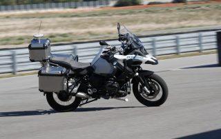 """BMW Motorrad apresenta: a moto que """"pilota sozinha"""""""