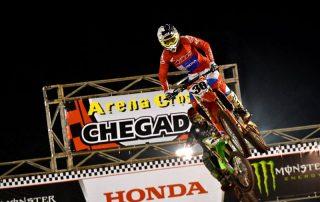 Hector Assunção vence a segunda etapa do Arena Cross em Ilhabela.