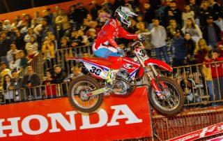 Hector Assunção dá show na pista e vence a 3ª etapa do Arena Cross 2018