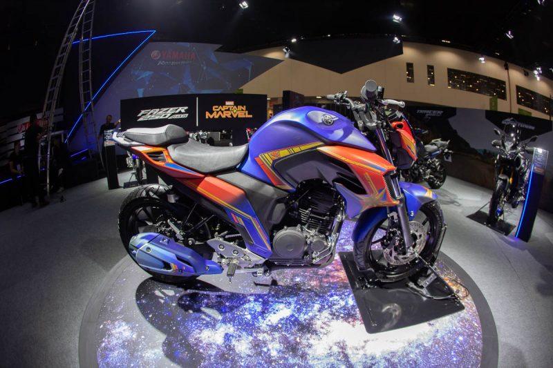 Yamaha Fazer 250 inspirada na heroína Capitã Marvel -  Foto: Salão Duas Rodas
