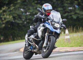Dicas para viajar de moto com segurança nas férias