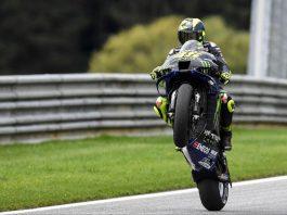Com público na arquibancada e torcida a favor, Valentino Rossi quer conquistar o pódio de número 200 - Foto: Yamaha MotoGP